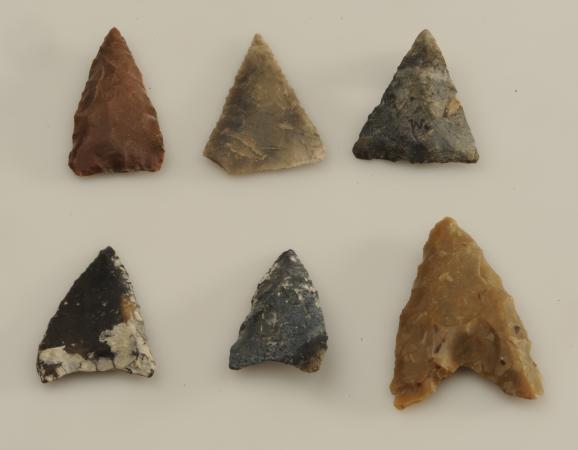 Pfeilspitzen aus Weyregg, heute im Naturhistorischen Museum Wien. (Bild: NHM Wien)