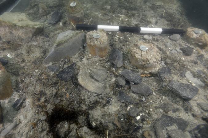 Nördlicher Grabungsschnitt mit zerscherbter Keramik. (Bild: OÖLM - Kuratorium Pfahlbauten)