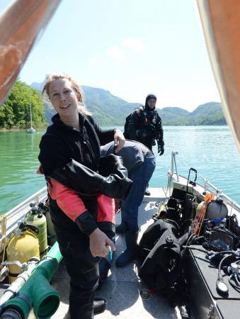 Forschungstaucherin Esther Unterweger nach dem ersten Tauchgang. (Bild: Team Zeitensprung)