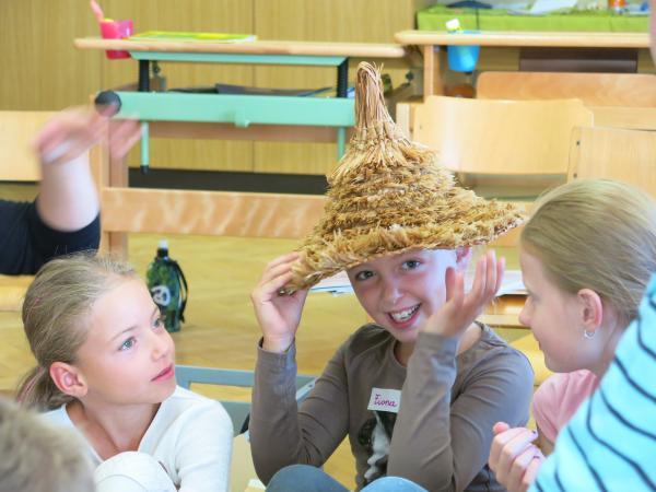 Die Kinder in Keutschach hatten viel Spaß daran, ihr Welterbe aus einer neuen Perspektive kennenzulernen. (Bild: Kuratorium Pfahlbauten)