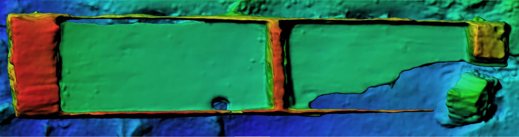3D-Modell des Einbaums im Attersee mit Farbfilter, der die unterschiedlichen Höhen in der Ansicht von oben erkennen lässt. (Bild: R. Weßling - crazy eye)