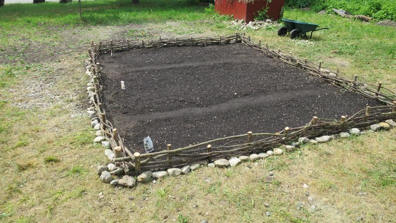 Der Garten wird von einem Zaun umschlossen. (Bild: Kuratorium Pfahlbauten)