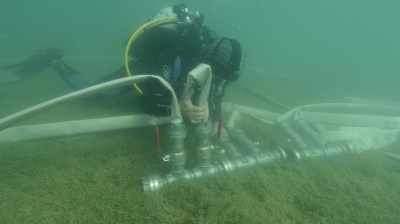 Bevor man unter Wasser arbeiten kann, müssen erst die Waterdredges eingerichtet werden. (Bild: Kuratorium Pfahlbauten)