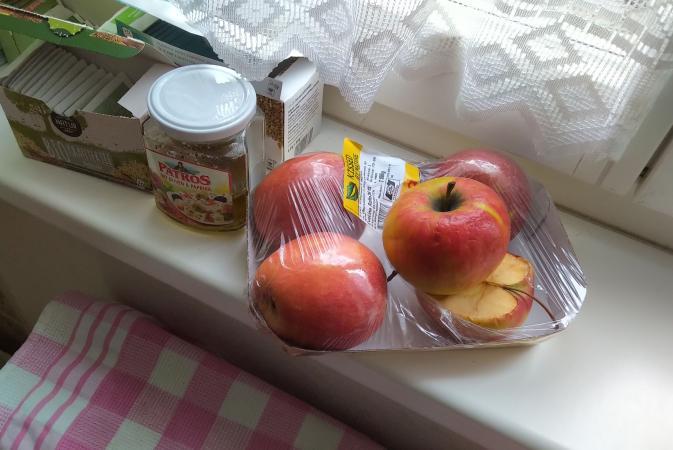In unserer Grabungsmannschaft werden gerne Äpfel genascht. Da erscheint es uns nur logisch, dass die BewohnerInnen der Pfahlbausiedlung Mooswinkel das genauso gehalten haben! (Bild: OÖLM - Kuratorium Pfahlbauten)