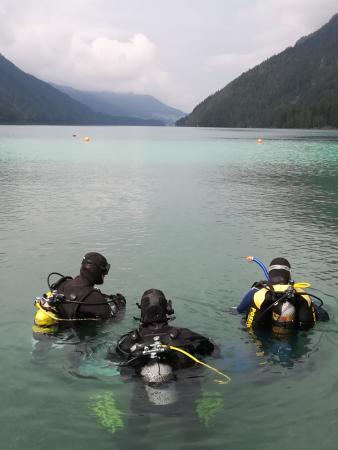 Es geht unter Wasser am wunderschönen Weissensee in Kärnten.