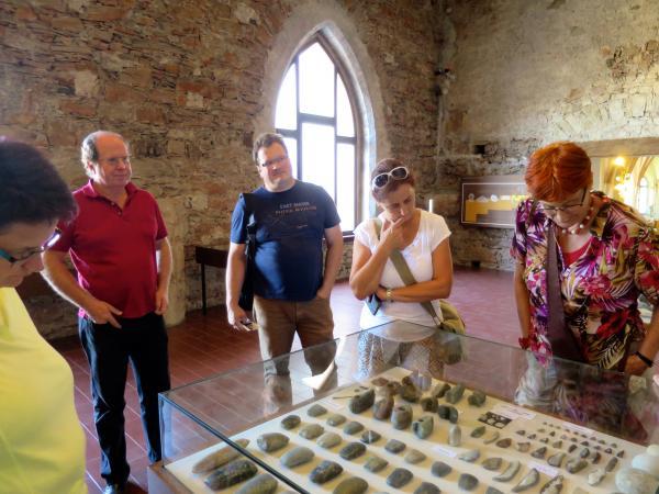 Für die Kärntner ging es im Pfahlbau- und Klostermuseum im Mondsee los. (Foto: Lieselore Meyer)