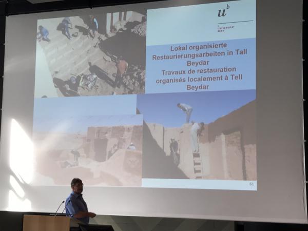 Miroslav Novak zeigte beeindruckende Ergebnisse zum Aufbau einer sozialen Kontrolle in Syrien.  (Bild: Carmen Löw - Kuratorium Pfahlbauten)
