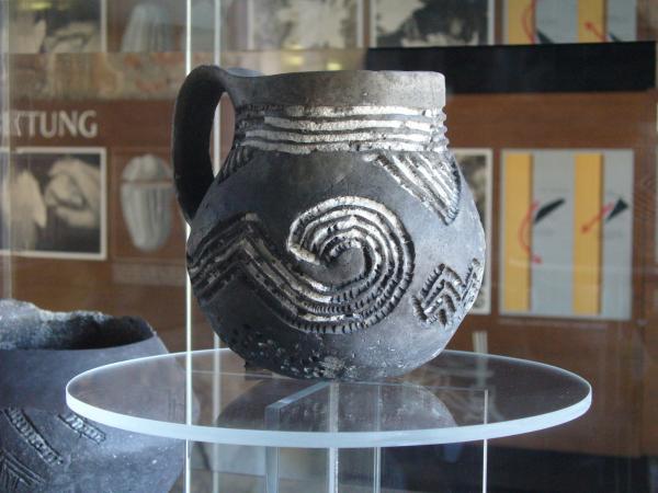 Ein Krug aus der umfangreichen Sammlung des Pfahlbaumuseums. (Bild: Heimatbund Mondseeland)