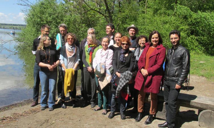 Gruppenfoto der ICG am Zugersee, nahe der UNESCO Welterbestätte Zug-Sumpf (Bild: ICG)