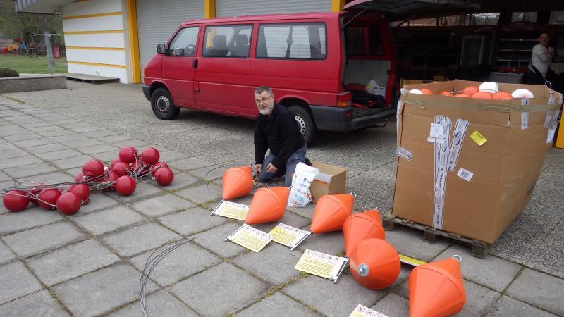Otto Cichocki vom Vienna Institute for Archaeological Science (VIAS) bei den Vorbereitungen. (Bild: Kuratorium Pfahlbauten)