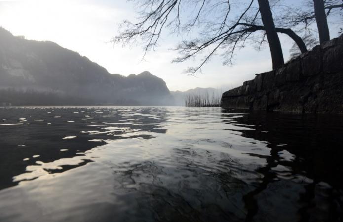 Im Mondsee befindet sich die UNESCO-Welterbestätte See. (Bild: H. Pohl - Kuratorium Pfahlbauten)