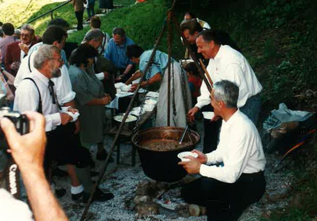 Bei Veranstaltungen auf dem Salzberg war Ritschert sehr gefragt. (Foto: Fam. Barth)