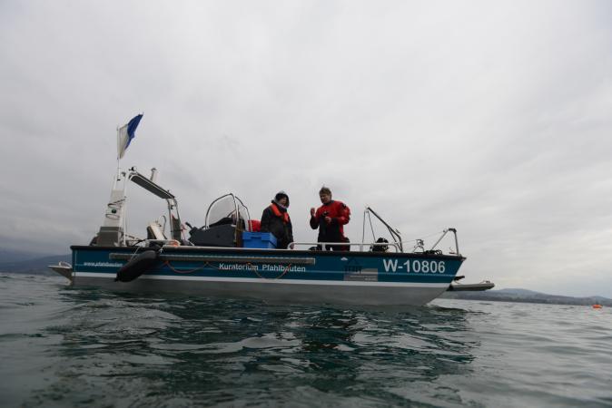 Unser Forschungsboot, das bei UYCAS den Winter verbracht hat, erstmals wieder im Einsatz. (Bild: Kuratorium Pfahlbauten)