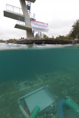 """Die Unterwasser-Ausgrabung in Seewalchen war ein gelungener Auftakt für das Forschungsprojekt """"Zeitensprung"""". (Bild: H. Pohl - Kuratorium Pfahlbauten)"""