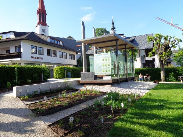 Der Steinzeitgarten am Pfahlbau-Pavillon in Attersee. (Bild: H. Oeser)