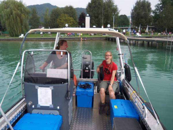 Unser Forschungsboot ist einfach schick! (Bild: Florian Ostrowski - Kuratorium Pfahlbauten)