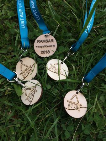 Für die Teilnehmerinnen und Teilnehmer gab es die Ramsar Pfahlbauten Medaille