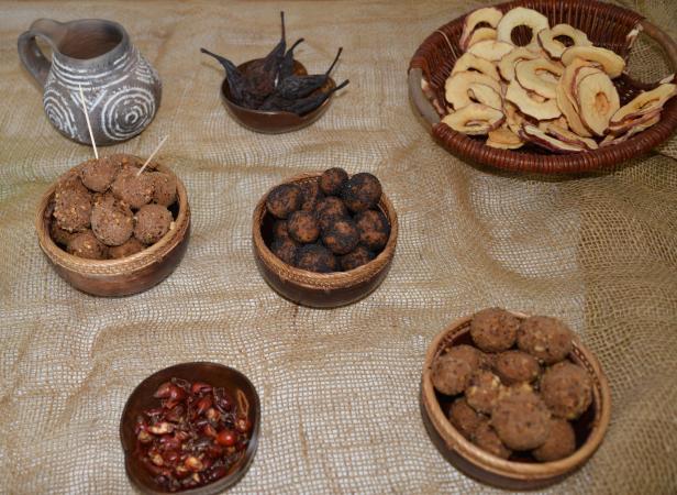 Wie die Nahrung zubereitet wurde wissen wir nicht genau, aber die Nahrungsreste lassen ein reichhaltiges Spektrum an möglichen Rezepten zu, wie z. B. Gerstenkugeln.